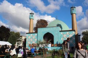 Imam Ali Moschee, auch blaue Moschee genannt, in Hamburg am Tag der offenen Moschee
